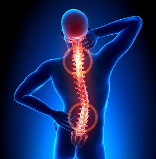 Praca z domu, a ból kręgosłupa. Jak sobie z tym radzić?